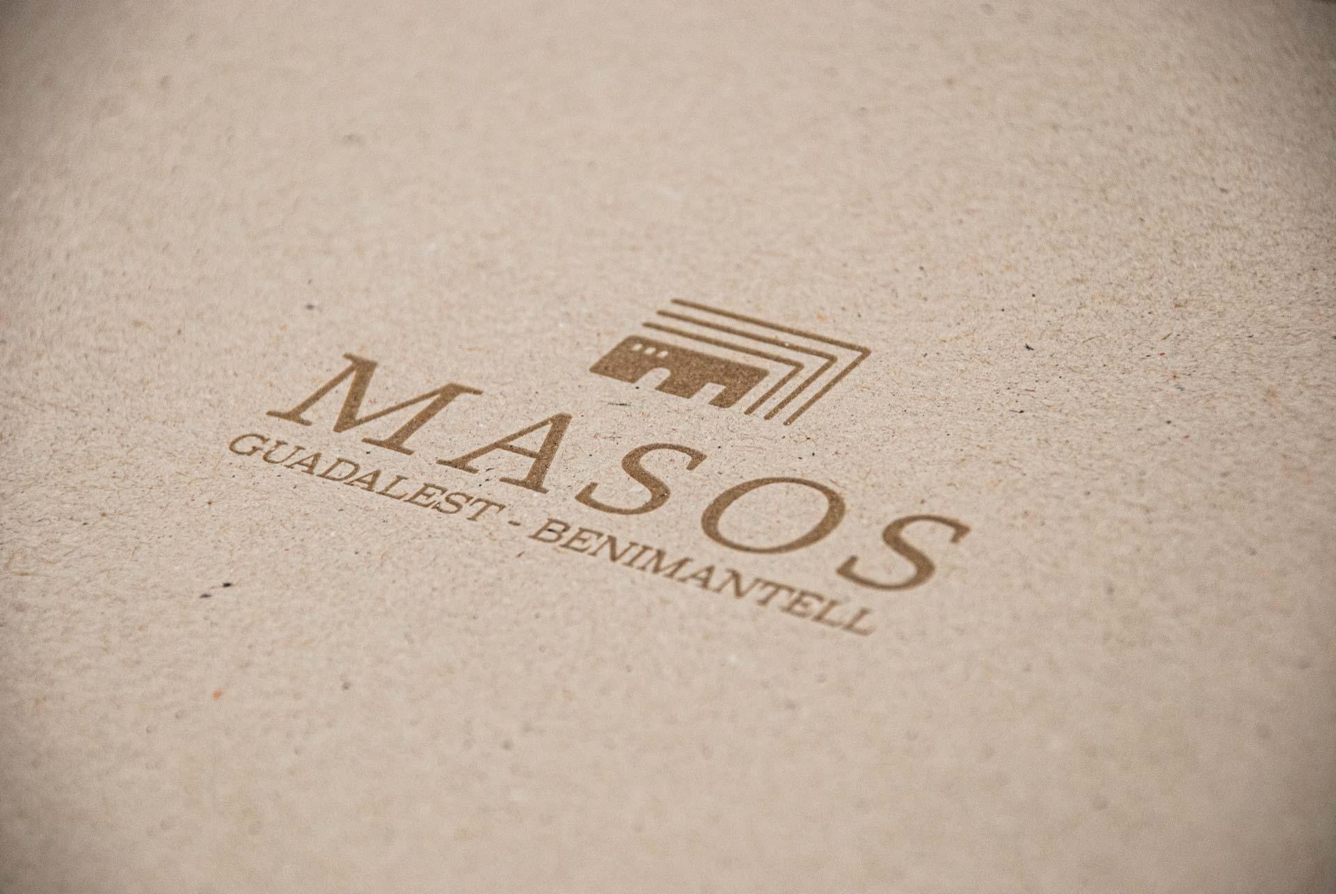 giset design masos logo en la portada del libro